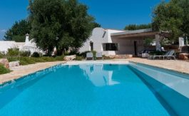 typical_trullo_with_pool_puglia_002-835×467